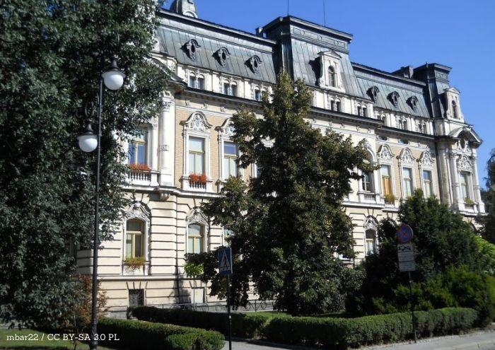 Powiat Nowy Sącz: Powiat dofinansował zakup policyjnych radiowozów